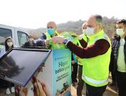Bursa'nın 150 ayrı noktasına dağılan 180 kişilik gönüllüler ordusu, sokak hayvanlarına yem dağıtımı yaptı.